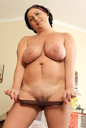 Big Boobs Shaved Pussy Porn Pictures