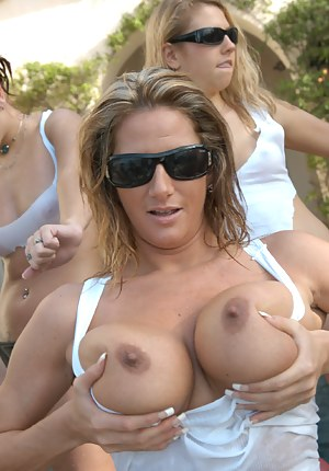 Big Boobs Flashing Porn Pictures