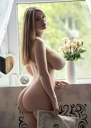 Big Ass and Boobs Porn Pictures